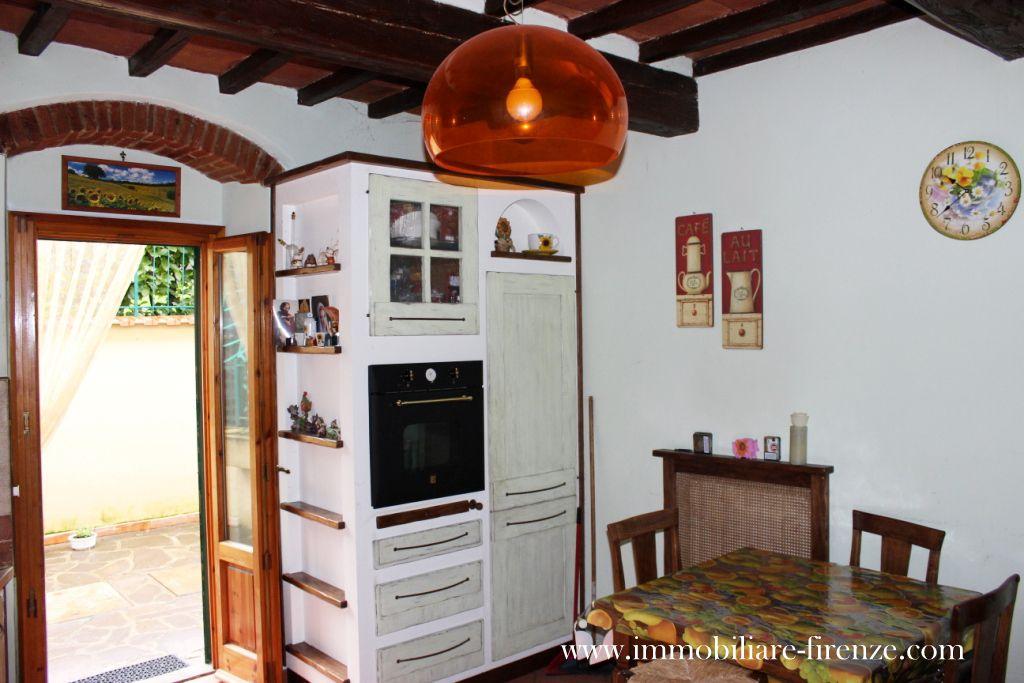 Cucina con travi a vista la stanza nella stanza la cucina - Archi mattoni vista in cucina ...